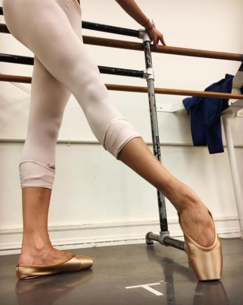 Leg, Human leg, Footwear, Shoe, Thigh, Calf, Foot, Ankle, Sandal, Sole,
