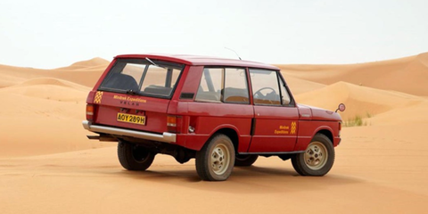 Land vehicle, Vehicle, Car, Sport utility vehicle, Mode of transport, Range rover, Model car, First generation range rover, Family car, Off-road vehicle,