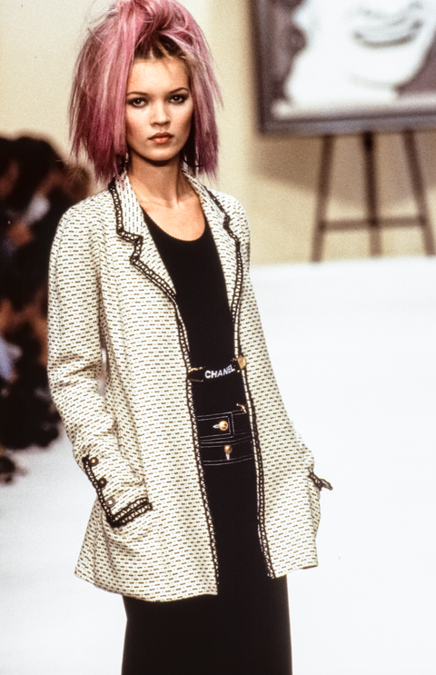 38cfb71a5b24dc 10 Major Chanel Runway Moments from the 90s