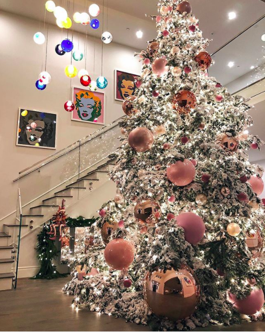 celebrity holiday decorations how stars decorate homes and christmas trees 2017