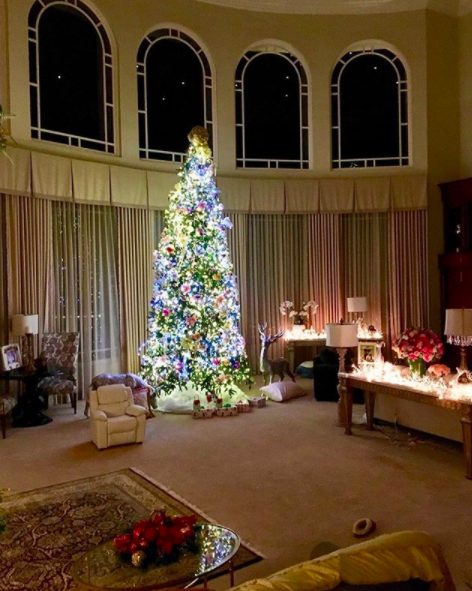 celebrity holiday decorations how stars decorate homes and christmas trees 2017 - Home Design Christmas 2017