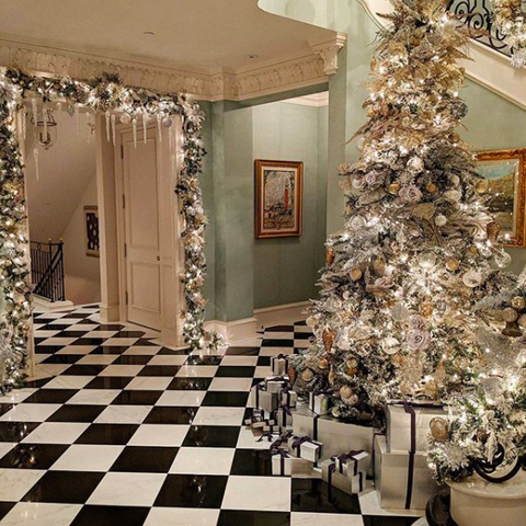 Steve Harvey Christmas Tree.Celebrity Holiday Decorations How Stars Decorate Homes And