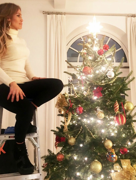 Kim Kardashian Christmas Tree 2018.Celebrity Holiday Decorations How Stars Decorate Homes And