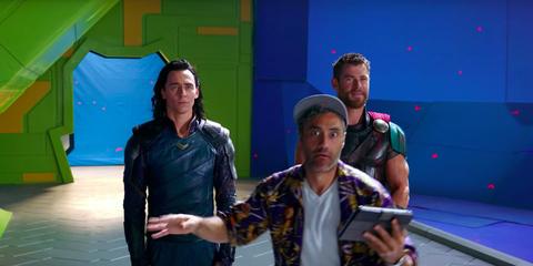 Tom Hiddleston Taika Waititi y Chris Hemsworth en el set de Thor Ragnarok