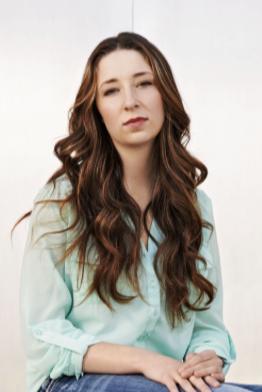 Hair, Long hair, Sitting, Hairstyle, Beauty, Eyebrow, Brown hair, Chin, Photo shoot, Hair coloring,