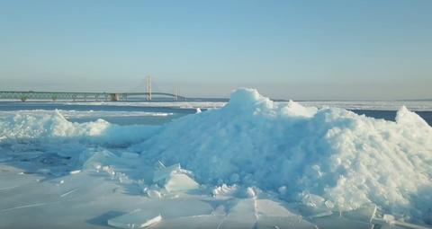 Ice, Iceberg, Polar ice cap, Sea ice, Arctic, Natural environment, Arctic ocean, Ocean, Freezing, Sky,