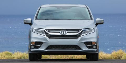 Land vehicle, Vehicle, Car, Honda, Minivan, Bumper, Automotive design, Honda odyssey, Grille, Mid-size car,