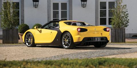 Land vehicle, Vehicle, Car, Sports car, Supercar, Yellow, Automotive design, Coupé, Luxury vehicle, Performance car,
