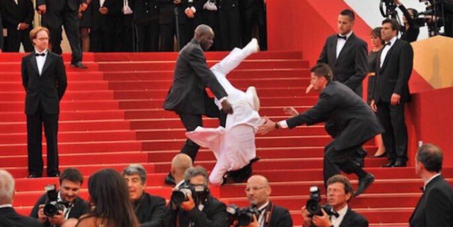 Jason Derulo Did Not Fall Down the Steps at the 2020 Emmys