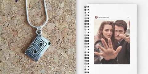 Locket, Fashion accessory, Pendant, Jewellery, Necklace, Keychain, Photography, Chain,