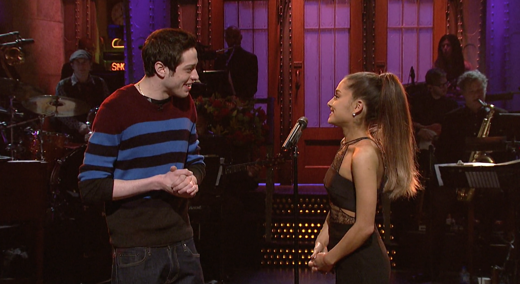 A Body Language Expert Analyzes Ariana Grande And Pete Davidsons First Public Appearance