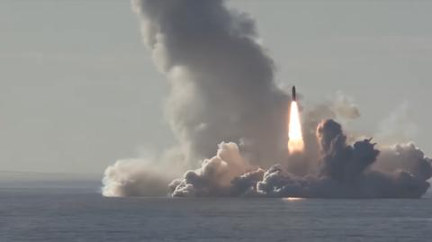 Missile, Vehicle, Pollution, Smoke, Geological phenomenon, Heat, Explosion, space shuttle, Watercraft,