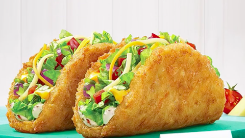Taco Bell Christmas Hours.Taco Bell S New Taco Shell Is Made Of Hash Browns Taco