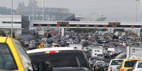 Motor vehicle, Traffic, Traffic congestion, Transport, Urban area, Metropolitan area, Mode of transport, Vehicle, Freeway, Road,