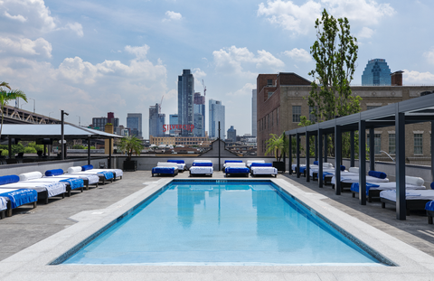 Best pools in new york city rooftop pools open to public - Hotel new york swimming pool roof ...