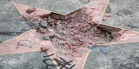 Line, Leaf, Road surface, Asphalt, Concrete, Cement, Soil, Floor, Triangle, Road,
