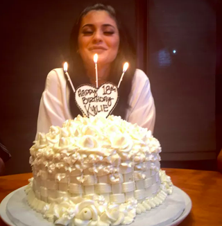 32 Best Kardashian Cakes