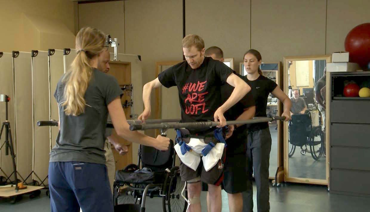 This Paralyzed Man Can Walk Again Thanks to an Incredible Device