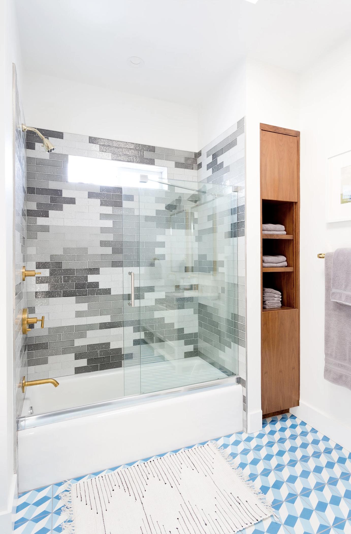 18 Best Bathroom Colors - Top Paint Color Schemes for Bathroom Walls