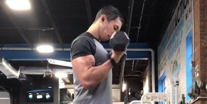 ejercicios brazos crossfit
