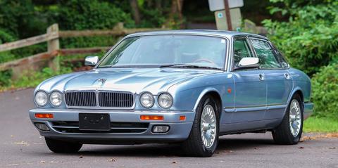 Land vehicle, Vehicle, Car, Luxury vehicle, Motor vehicle, Sedan, Personal luxury car, Daimler sovereign, Full-size car, Grille,