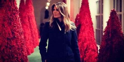 Melania Christmas Decorations.Melania Trump Just Decorated The White House Like A