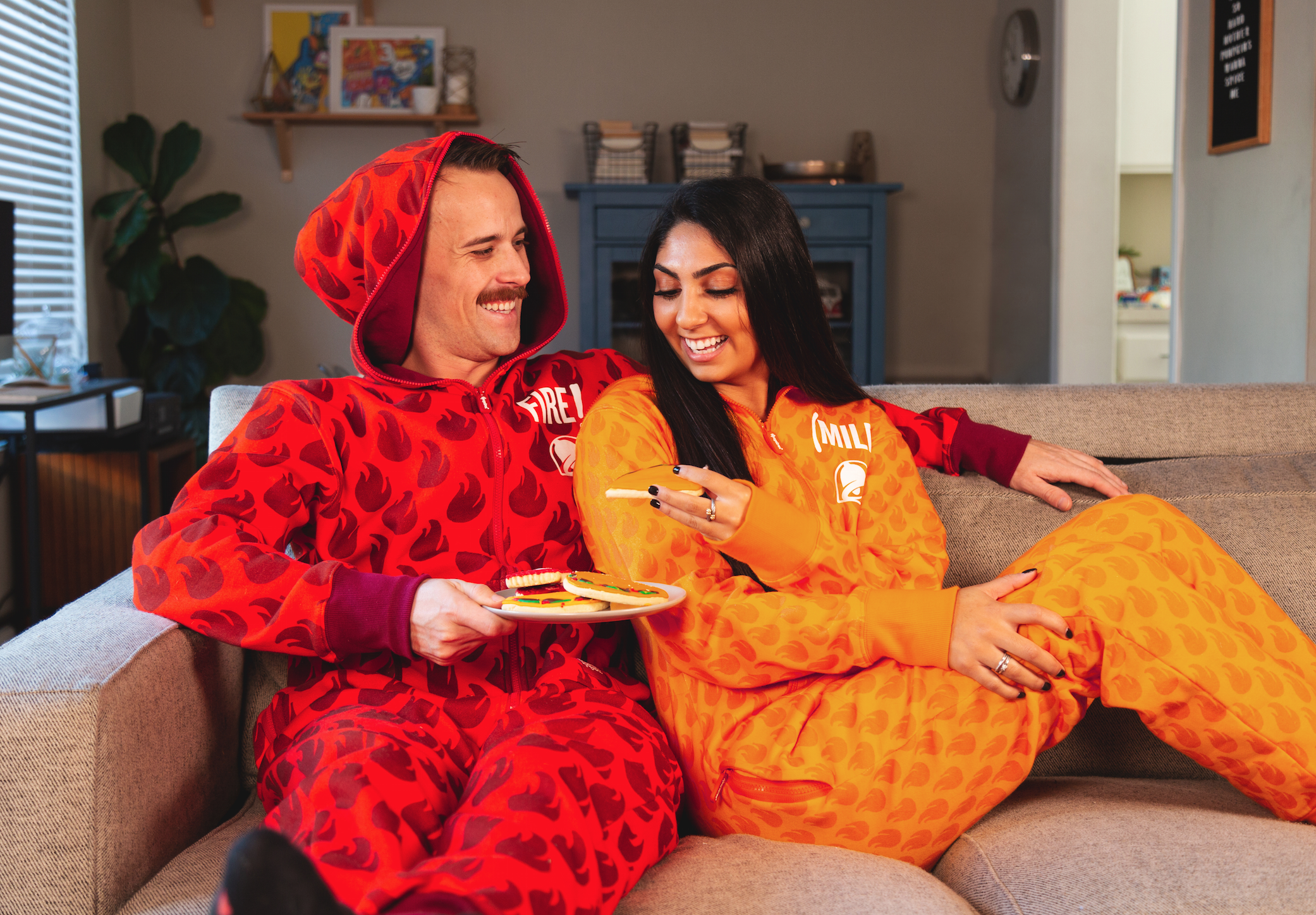 Taco Bell Christmas Eve.Taco Bell S Holiday Collection Includes Hot Sauce Onesies