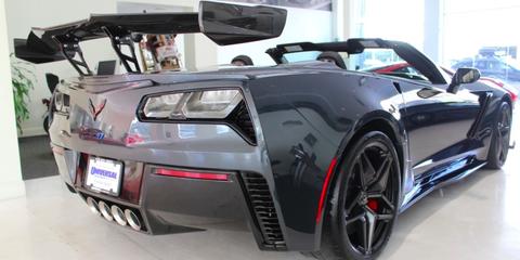 Land vehicle, Vehicle, Car, Sports car, Muscle car, Automotive design, Convertible, Bumper, Personal luxury car, Coupé,