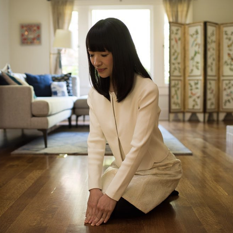 Marie Kondo greeting a home before tidying