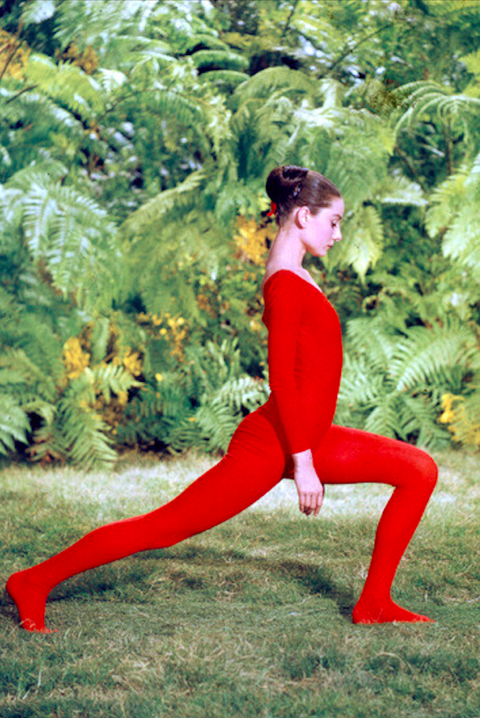 People in nature, Red, Sportswear, Physical fitness, Lunge, Leg, Stretching, yoga pant, Joint, Grass,