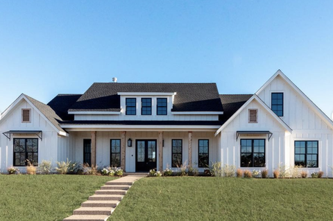 foto de HGTV Stars Chip And Joanna Gaines Are Selling This Texas Farmhouse ...