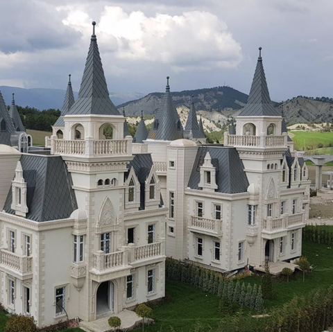 Château, Landmark, Building, Estate, Property, Medieval architecture, Architecture, Castle, Stately home, Manor house,
