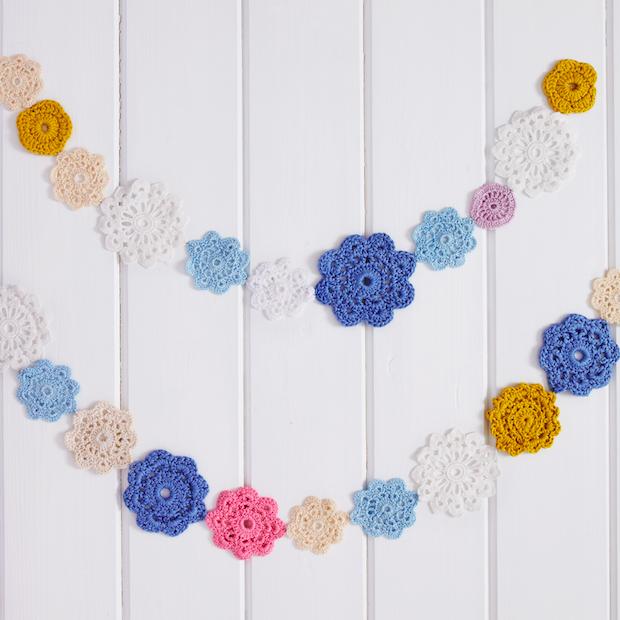 How to crochet a flower garland
