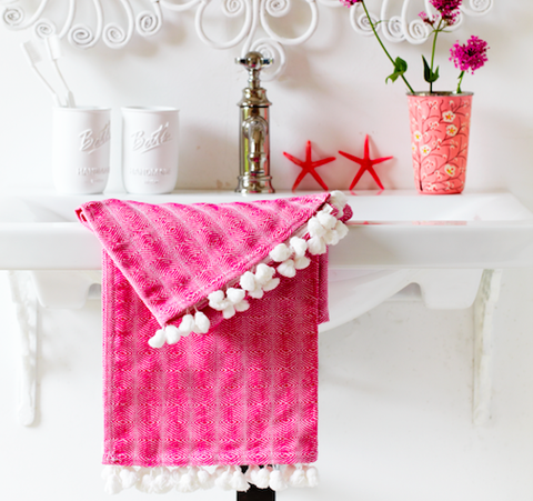 How to upcycle old towels with pompoms
