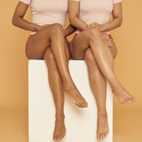 Human leg, Leg, Skin, Thigh, Sitting, Knee, Joint, Arm, Human body, Beige,