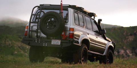 Land vehicle, Vehicle, Car, Off-roading, Sport utility vehicle, Automotive tire, Off-road vehicle, Tire, Compact sport utility vehicle, Mini SUV,
