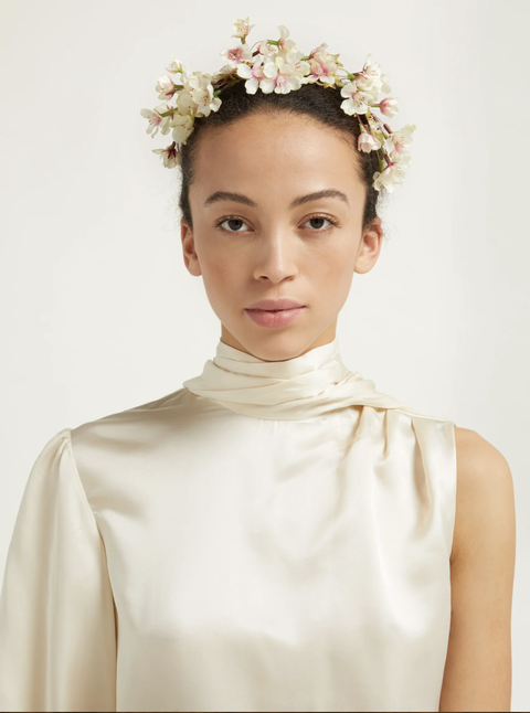 Hair, Headpiece, White, Hair accessory, Clothing, Hairstyle, Beauty, Forehead, Fashion accessory, Neck,