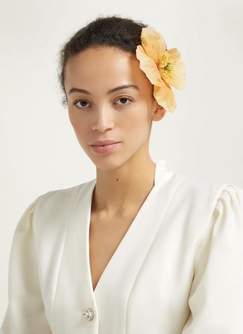 Hair, White, Beauty, Yellow, Skin, Hairstyle, Hair accessory, Chin, Forehead, Headpiece,