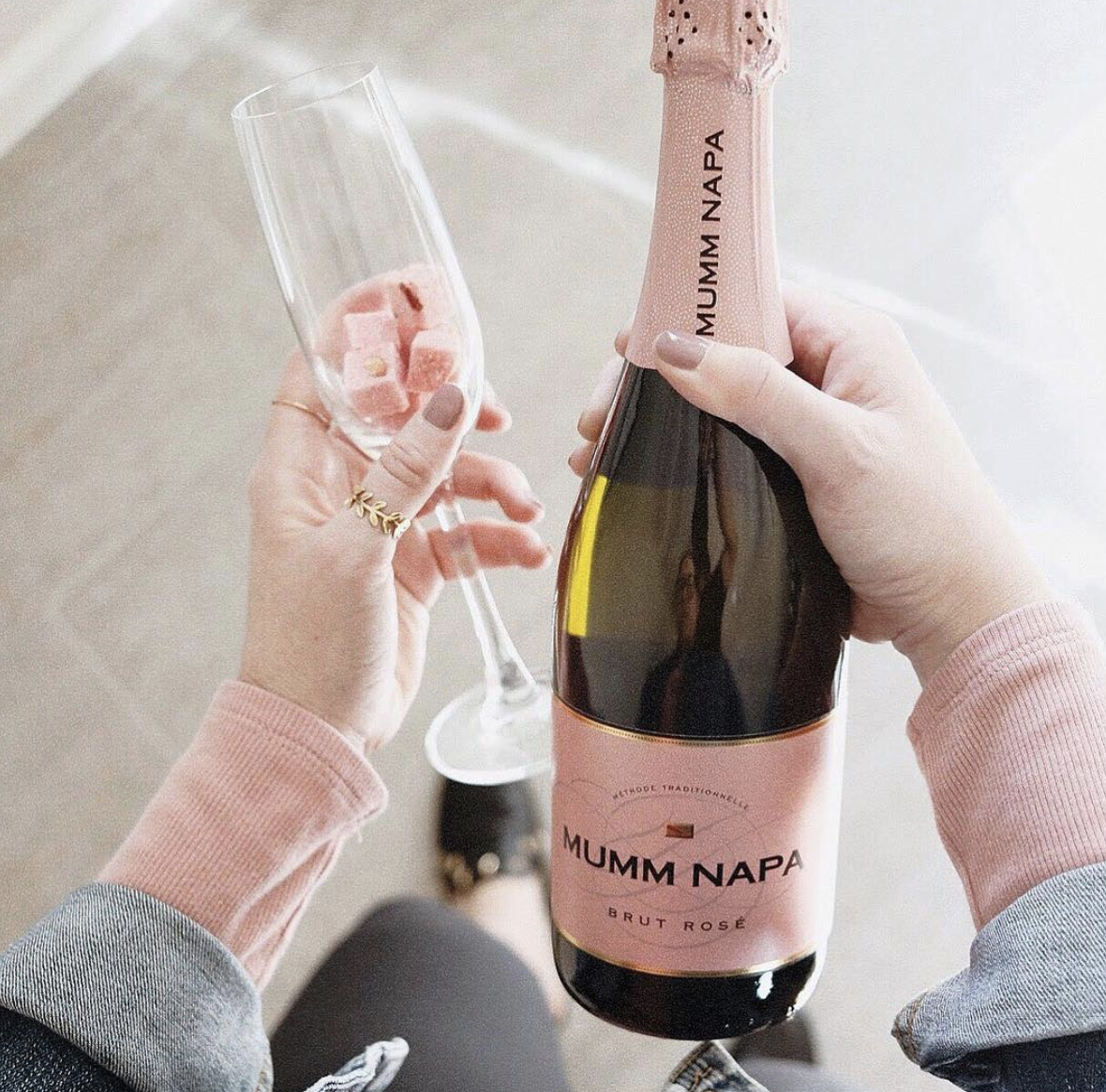 These Pretty Sugar Cubes Instantly Turn A Glass Of Champagne Into A Mimosa