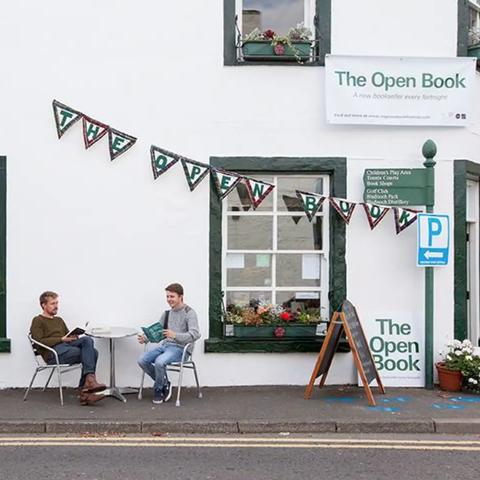 Airbnb Scotland bookstore listing