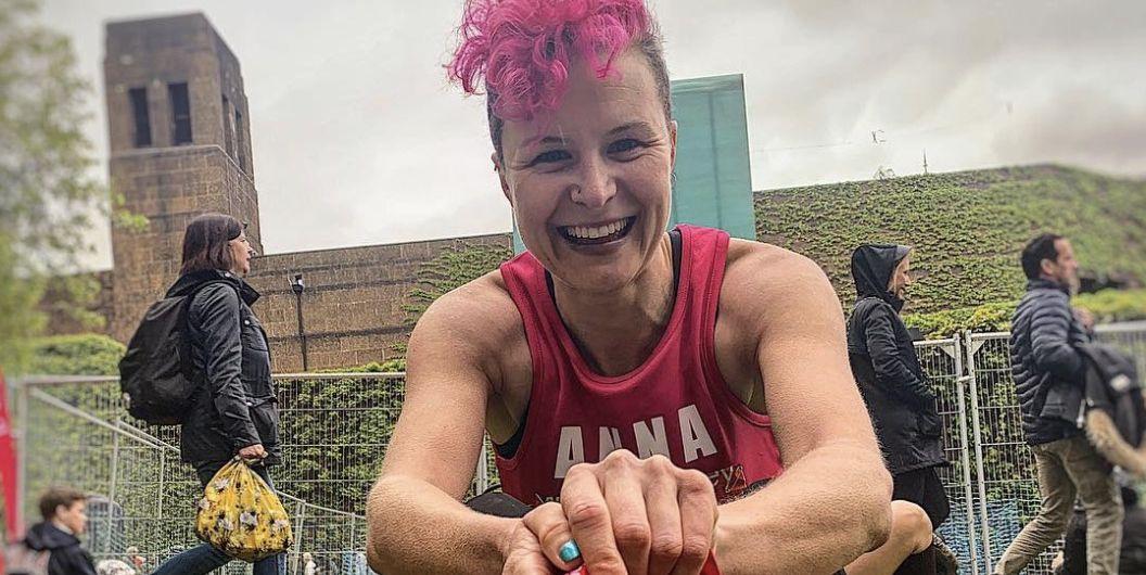 anna mcduff runs london marathon barefoot
