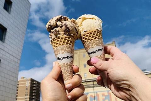 Ice cream cone, Frozen dessert, Ice cream, Gelato, Dondurma, Chocolate ice cream, Dairy, Soft Serve Ice Creams, Sorbetes, Dessert,