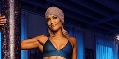 Jennifer Lopez Shows Off Sculpted Abs Arms In New