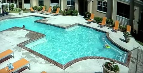 Swimming pool, Property, Real estate, Leisure, Building, Tile, Backyard, Resort town, Resort, Home,
