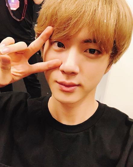 Hair, Face, Hairstyle, Forehead, Chin, Bangs, Eyebrow, Head, Lip, Nose,