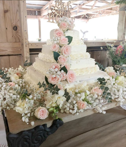 This Couple Used Costco Cakes To Create The (Super Cheap) Wedding Cake Of Their Dreams