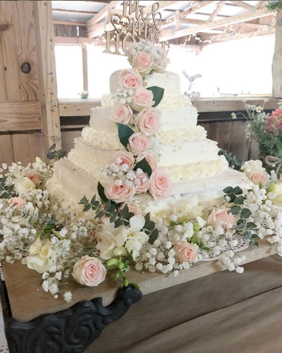 This Wedding Cake Hack Will Save You A Ton On Dessert