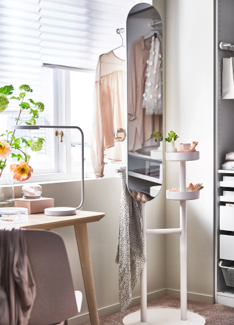 This Space-Saving Mirror Is the One Thing Every College Student Should Own
