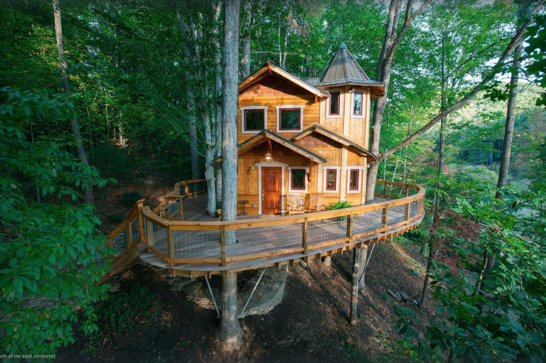 """This Treehouse Rental is Also Known As a """"Tree Castle""""—and for Good Reason"""