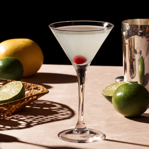 Classic cocktail, Drink, Martini glass, Pisco sour, Alcoholic beverage, Key lime, Lime, Still life photography, Cocktail, Daiquiri,